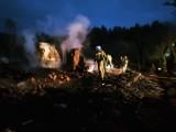 Pożar w Dąbrówce w gminie Czerniewice. Ogień gasiło ponad 40 strażaków [ZDJĘCIA]