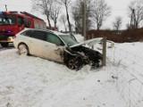 Wypadek w Słowinie: Samochód ściął słup i zderzył się z innym pojazdem