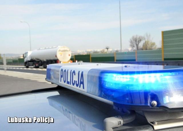 Policjanci eskortowali chłopca do głogowskiego szpitala.
