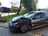 Wrocław. Zobacz zdjęcia z wypadku na ul. Tarnogajskiej. Auto zderzyło się z tramwajem