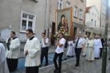 Odpust Matki Bożej Opolskiej. Procesja przez miasto i kołacz w ogrodzie kurii