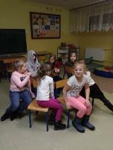 Nauczyciele SP 6 zapewniaja opiekę dzieciom, gdy mama  na wywiadówce