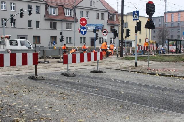 Trwa remont skrzyżowania ulic Wrocławskiej i Łużyckiej w Bytomiu. Zobacz kolejne zdjęcia. Przesuwaj zdjęcia w prawo - naciśnij strzałkę lub przycisk NASTĘPNE >>>