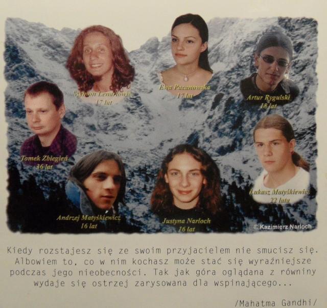 """Zdjęcie tragicznie zmarłych licealistów zamieszczone na płycie """"Requiem"""". Brakuje tylko Przemka, który wtedy jeszcze żył. Zmarł 2,5 miesiąca później"""