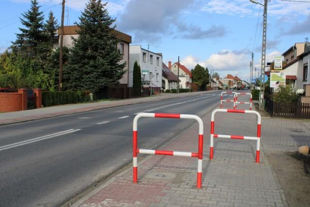 Zamontowane barierki dzisiaj budzą wiele spornych opini i dyskusji wśród mieszkańców gminy.