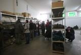 Odwiedziliśmy wojskowy magazyn w Gliwicach - to jedyne takie miejsce w województwie, gdzie wojsko sprzedaje rzeczy. Co tam kupisz?