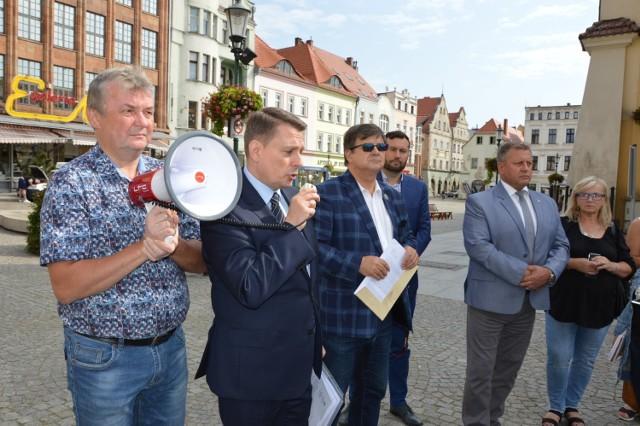 Mieszkańcy gminy wiejskiej Żary protestowali pod żarskim urzędem dwukrotnie, ostatnio w sierpniu  tego roku.