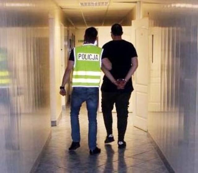 Narkotyki w Łowiczu. W mieszkaniu 26-latka policja znalazła poporcjowaną amfetaminę