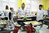 """Wigilia dla samotnych: Wolontariusze z """"Cogito"""" gotują dla 3 tys. osób"""