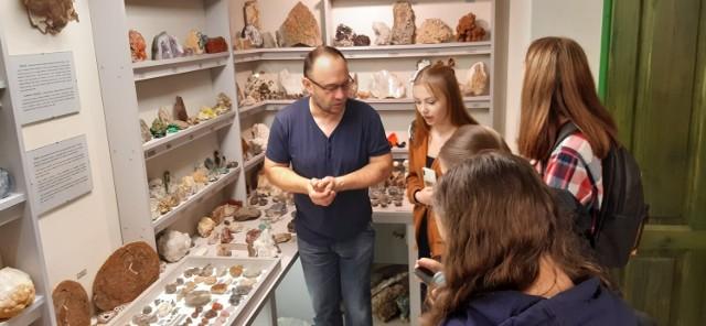 Uczniowie Zespołu Szkół w Nienadowej odwiedzili ciekawe Muzeum Skamieniałości i Minerałów w Dubiecku.