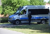 Obława na uzbrojonego mężczyznę po włamaniu na stację benzynową w Dobrzycy [ZDJĘCIA + FILMY]