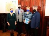 Światowy dzień autyzmu. Ratusz odwiedzili przedstawiciele Stowarzyszenia Pomocy Osobom ze Spektrum Autyzmu Niebieski Skarb