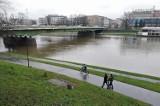 Kraków. Od wielu dni pada deszcz. Podniósł się poziom wody w rzekach [ZDJĘCIA]