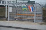 Nowy przystanek przy stadionie Polonii w Nysie. Wygląda jak wyjęty z boiska