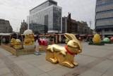 Katowice słyną z bożonarodzeniowych ozdób, ale z wielkanocnymi mają problem. Wielkie jaja, złoty zając i kurczęta. Hit czy kit?
