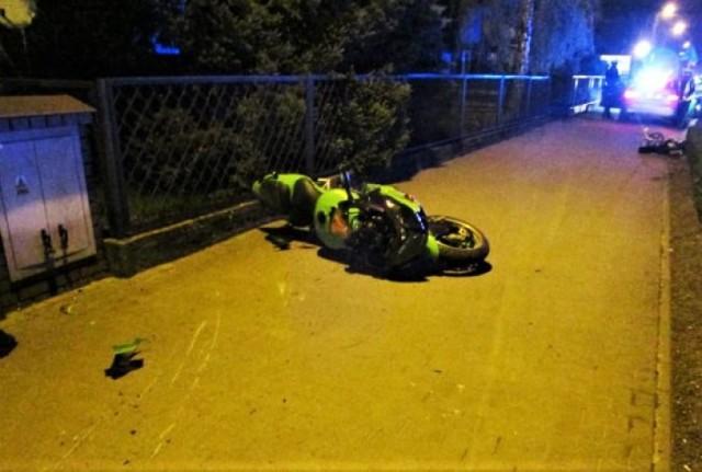Mężczyzna uciekał motocyklem przed policją. Skończyło się upadkiem