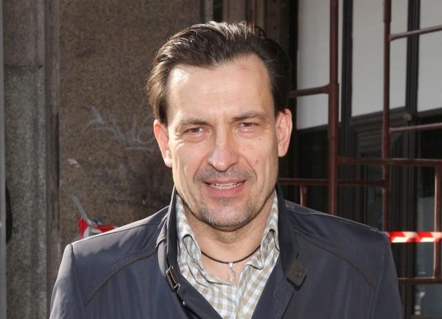 """W roli tytułowej występuje Dariusz Kordek, aktor znany z takich filmów, jak """"Młode wilki"""", """"Sztos"""", """"Poranek kojota""""."""