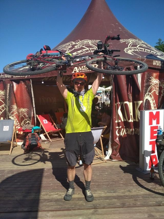 Człowiek z żelaza jest z Sieradza.Przejechał rowerem 530 kilometrów w 56 godzin
