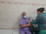 Nowy Tomyśl. Pierwsi pracownicy medyczni w powiecie nowotomyskim przyjęli szczepionki przeciwko Covid-19