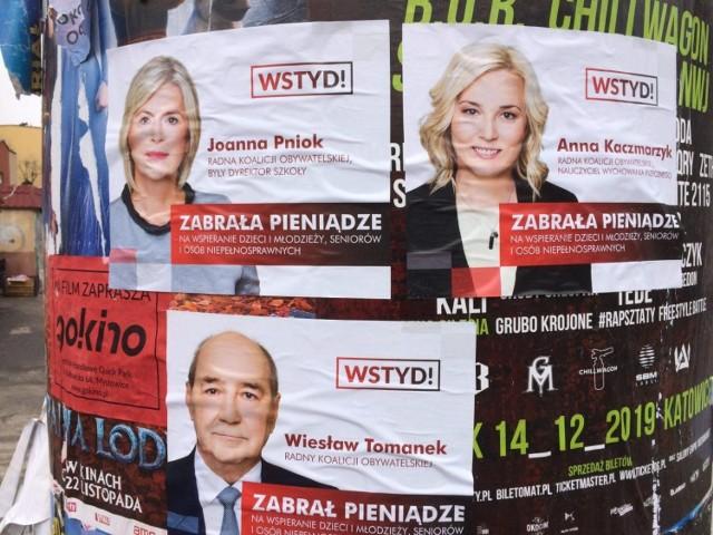 Takie plakaty możemy znaleźć rozwieszone w mieście. Hejt w Mysłowicach zaczyna się niestety wyostrzać. Zobacz kolejne zdjęcia. Przesuwaj zdjęcia w prawo - naciśnij strzałkę lub przycisk NASTĘPNE