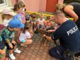 Policjanci w przedszkolu w Kaliszu. Czego dowiedziały się dzieci? ZDJĘCIA