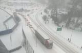 Atak zimy w Wodzisławiu Śl. i powiecie wodzisławskim. Bardzo trudne warunki na drogach. Kierowco, zwolnij