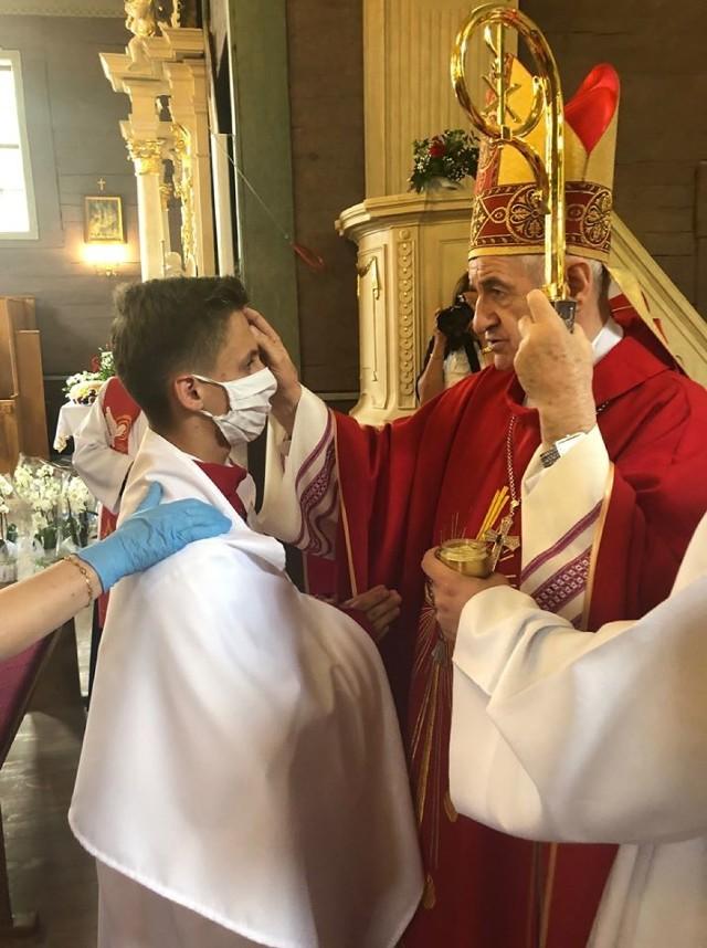 Bierzmowanie w parafii w Rossoszycy