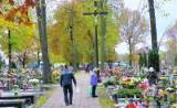 Wszystkich Świętych w powiecie lublinieckim. Trawją przygotowania na cmentarzach