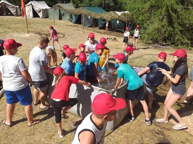 Uczestnicy obozu zdobywali umiejętności i wiedzę poprzez zabawę