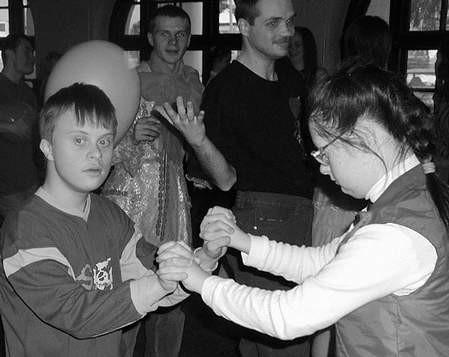 Od dzieci można się nauczyć prawdziwej wesołej zabawy.  /  JAKUB MORKOWSKI