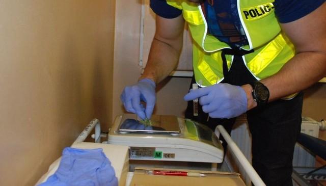 21-latek z Lublińca miał w domu podejrzane tabletki. Usłyszał już zarzuty