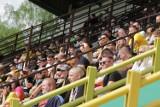 Kibice GKS Katowice na meczu z Wigrami Suwałki. GieKSa wreszcie ze wsparciem fanów. Głośny doping przy Bukowej i walka do samego końca