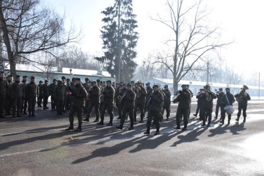 Pruszcz Gdański: Uroczysta przysięga żołnierzy szkolących się w 49. Bazie Lotniczej  [ZDJĘCIA, WIDEO]