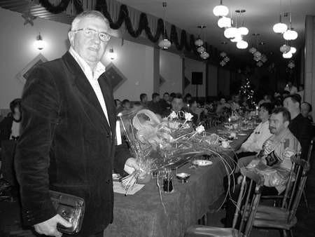 Specjalny gość na specjalnym spotkaniu. Antoni Piechniczek podkreślał serdeczną atmosferę podczas wieczoru z trampkarzami Kuźni.  Fot: zdjęcia: ŁUKASZ KLIMANIEC