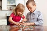 Sposób na kreatywną zabawę – układanie puzzli