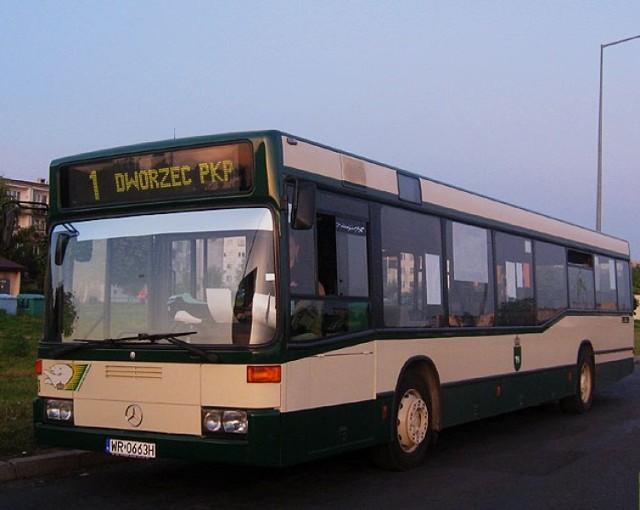 Autobus marki Mercedes należący do Chełmskich Linii Autobusowych.