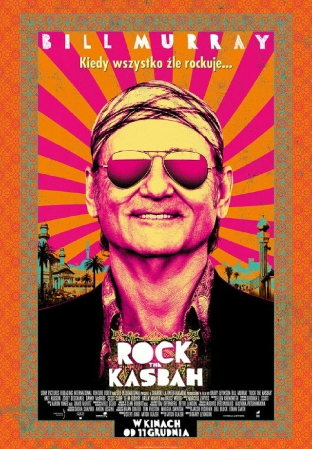"""Agent muzyczny Richie Lanz odkrywa w Afganistanie dziewczynę o niezwykłym głosie. Postanawia  przeprowadzić ją przez etapy telewizyjnego  talent show """"The Afghan Star"""".  Bill Murray przyzwyczaił już widzów, że bierze udział wyłącznie w produkcjach nietuzinkowych.    -Za rolę w zeszłorocznym komediodramacie """"Mów mi Vincent"""" Bill Murray otrzymał nominację do Złotego Globu, ale teraz szykuje zwrot w stronę komedii z krwi i kości - przynajmniej tak zapowiada się """"Rock the Kasbah"""", Barry'ego Levinsona - czytamy na moviesroom.pl.   """"Rock the Kasbah""""  opowiada historię zdegradowanego, podstarzałego menadżera gwiazd, który  wyjeżdża do Kabulu, by towarzyszyć swojej klientce w specjalnym  tournee.   Z trasy koncertowej niewiele jednak wychodzi, a w dodatku sam bohater zostaje okradziony z pieniędzy oraz paszportu.   Szukając sposobu na powrót do domu, menadżer na swej drodze spotyka niezwykle utalentowaną dziewczynę (Leem Lubany), co budzi w nim zawodową czujność. Chce zrobić wszystko, by pokazać światu ten, wyjątkowy według niego, talent.  Komedia Barry'ego Levinsona (""""Rain Man"""", """"Good Morning, Vietnam"""", """"Fakty i akty"""", """"Uśpieni"""") serwuje nam oryginalny, nieco brytyjski w swoim stylu humor na najwyższym poziomie. W obsadzie, oprócz Murraya, zobaczymy Bruce'a Willisa, Kate Hudson i Zooey Deschanel. Autorem scenariusza """"Rock the Kasbah"""" jest Mitch Glazer (""""Gra namiętności""""). Za kamerą stanął Barry Levinson (""""Jack, jakiego nie znacie"""")."""