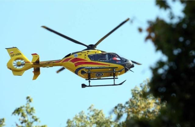 Rannego rowerzystę helikopterem przetransportowano  do szpitala.