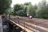 Most na Swędrni budowany niemal od nowa. Tak wyglądają prace. ZDJĘCIA