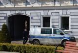 Interwencja policji na ul. Królewskiej w Wieluniu. Zgłoszono łamanie obostrzeń