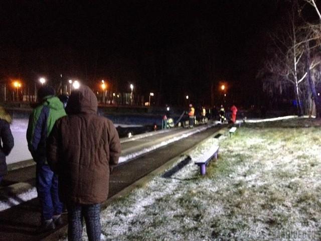 W miejscowości Skarbimierz-Osiedle pod dwójką nastolatków załamał się lód.
