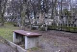 Dewastacja Cmentarza Ofiar Hitleryzmu na gdańskiej Zaspie. Sprawcy wyłamali 34 krzyże [zdjęcia]