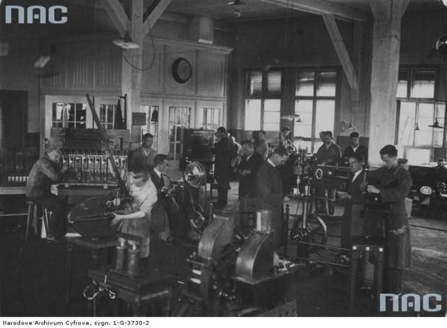 Wnętrze warsztatów na dworcu kolejnowym - rok 1939.  Toruń na zdjęciach z czasów II wojny światowej [GALERIA]