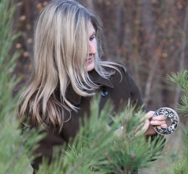 Ewelina Fabiańczyk zachęca, by zimą pomagać ptakom, ale podkreśla, że należy robić to mądrze i z rozwagą