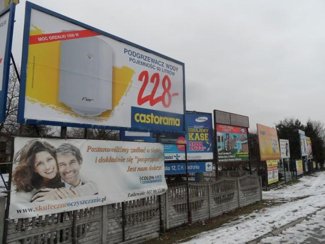 Reklamy Żory: Billboardy zostaną na części pasa Górnego Przedmieścia i ul. Stodolnej. Zdjęcie sprzed kilku miesięcy. Dzisiaj mamy tam mniej reklam?
