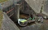 Zielona Góra. Ktoś wrzucił miejskie rowery do kanału, inny zostawił w lesie. Ciągle niszczymy jednoślady. Wstyd!