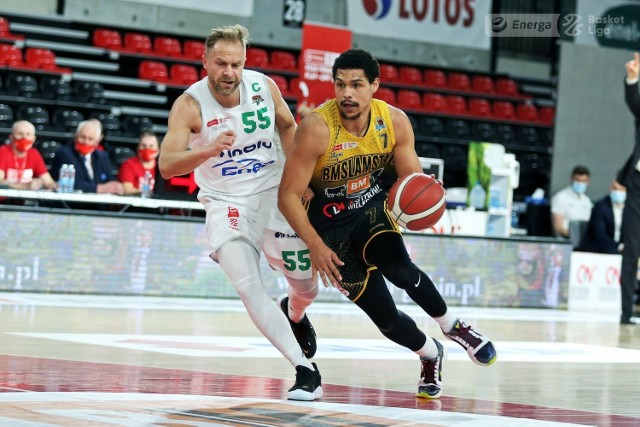 Koszykarze Enei Zastalu BC Zielona Góra wygrali ze Stalą Ostrów mecz numer pięć finału Energa Basket Ligi.