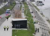 Liczne patrole straży miejskiej i policji nad Wisłą. Służby sprawdzają czy spacerowicze noszą maseczki i stosują dystans społeczny