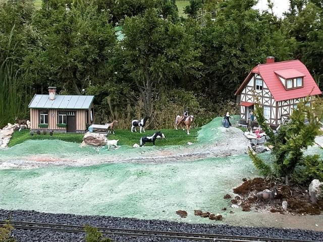 W Międzyzdrojach warto  odwiedzić Bałtycki Park Miniatur. Zobacz zdjęcia w galerii i przesuwaj je strzałkami