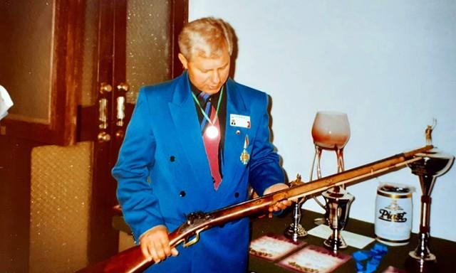 Strzelectwo zawsze było pasją Kazimierza Sadowskiego. Już od najmłodszych lat miał z nim ścisły kontakt